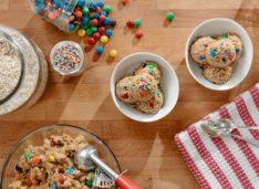 Съедобное тесто для печенья с арахисовой пастой и драже M&M's